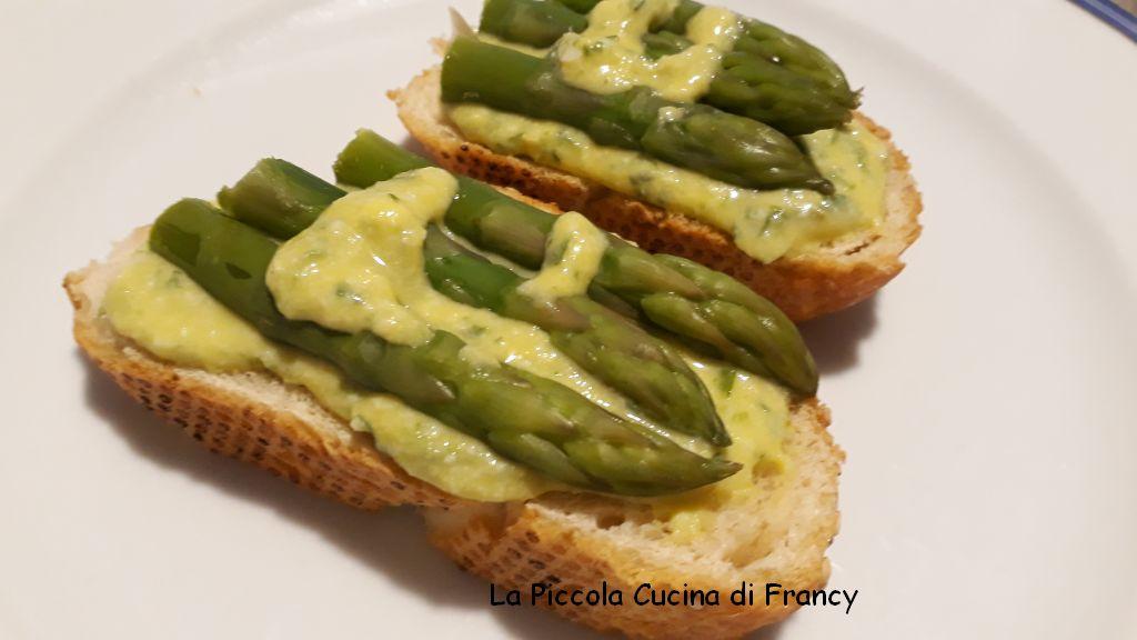 Salsa all'uovo: ideale per accompagnare gli asparagi